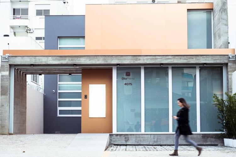 Otoplena Clínica / dDM + Ateliê de Arquitetura, © Marcos Tadeu Pretto