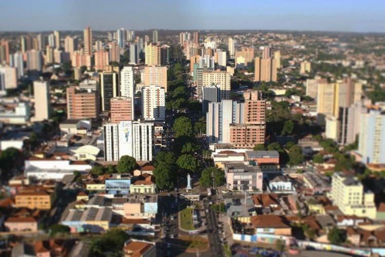 A utopia das cidades compactas e sem separação de classes / Ângelo Marcos Arruda, Vista aérea atual da cidade de Campo Grande / MS. Em primeiro a Avenida Afonso Pena. Image © Observatório de Arquitetura e Urbanismo/UFMS