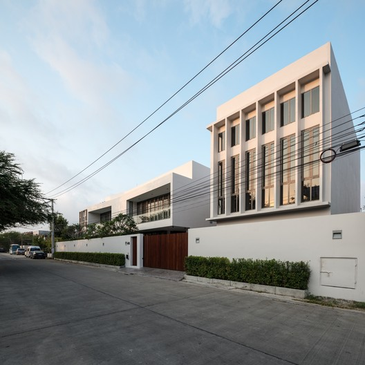 KPWT Residence  / Julsamano Bhongsatiern