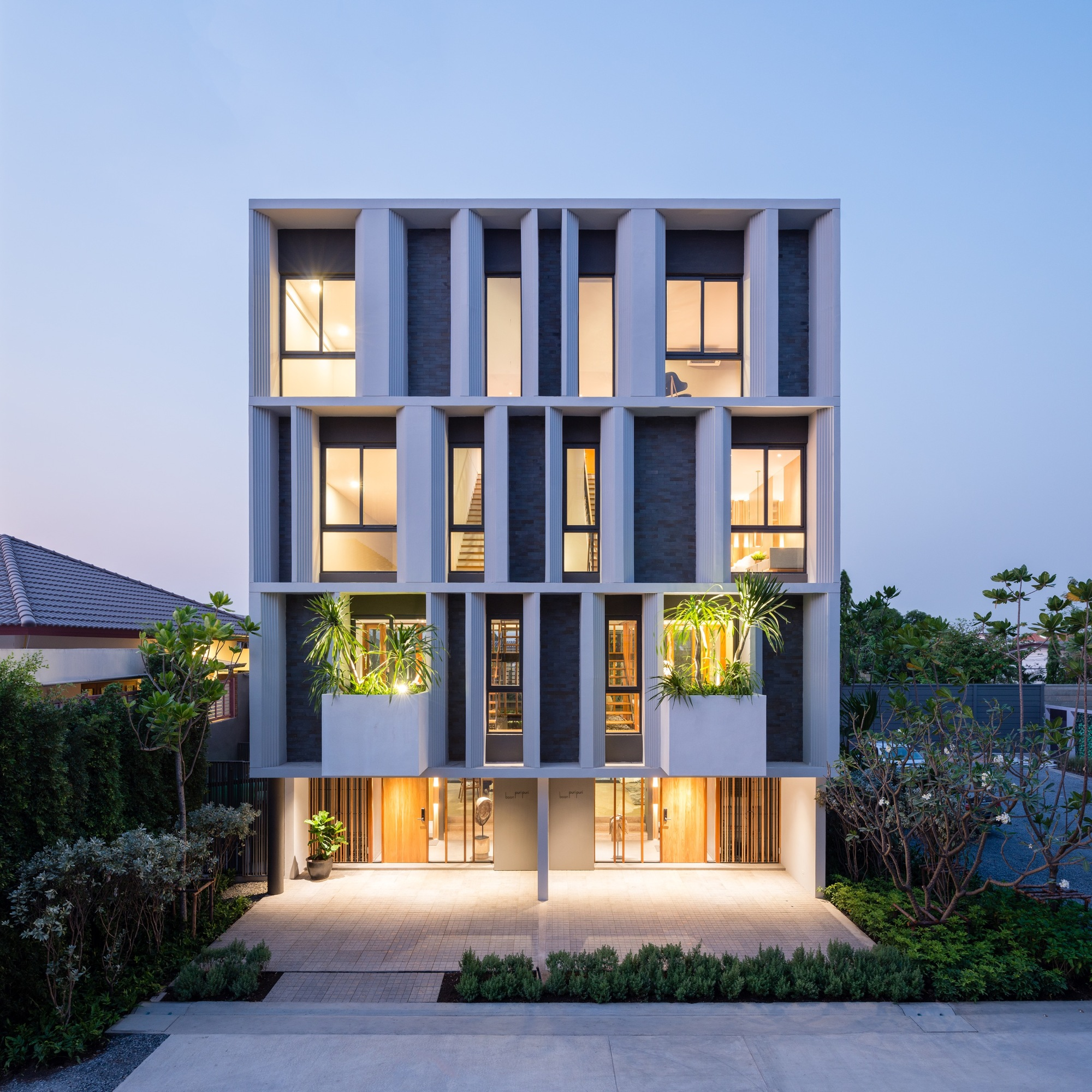 Townhouse With Private Garden Baan Puripuri Archdaily
