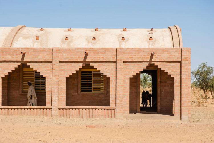 Como retornar à arquitetura vernacular pode beneficiar uma região do Mali, Escola Primária Tanouan Ibi. Image Cortesia de LEVS Architecten