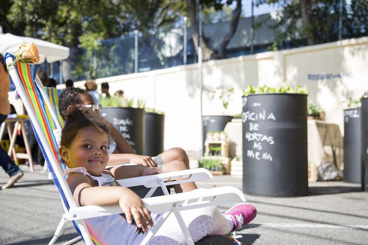 O desenho do bairro pode impactar a saúde tanto quanto a genética, Bairros dotados de espaços públicos, mobiliário urbano e boas condições de segurança e acessibilidade impactam positivamente a saúde de seus moradores. Foto: Otávio Almeida