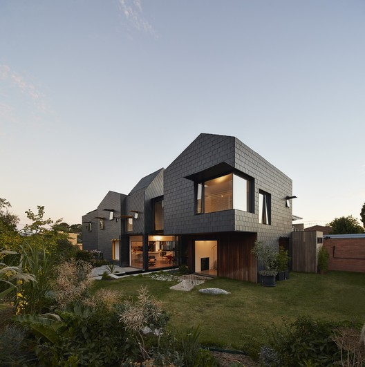 Charles House  / Austin Maynard Architects