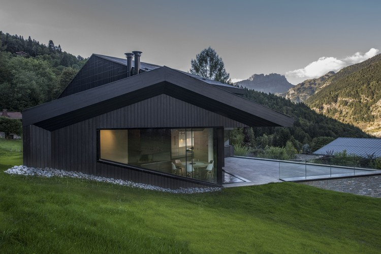 Cabin in Chamonix / Pierre Marchand Architects, © Pascal Tournaire