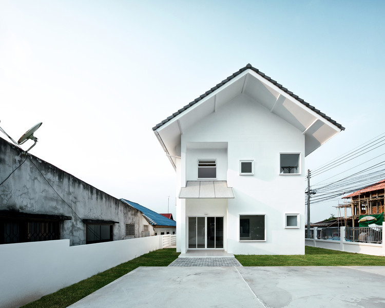 Catholic Priest House Chom Thong / Needs Natural Studio, © BLINE SPACE