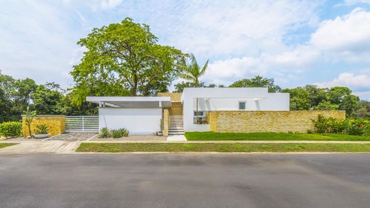 Casa de la Acacia  / David Macias Arquitectura y Urbanismo, ©  Santiago Robayo