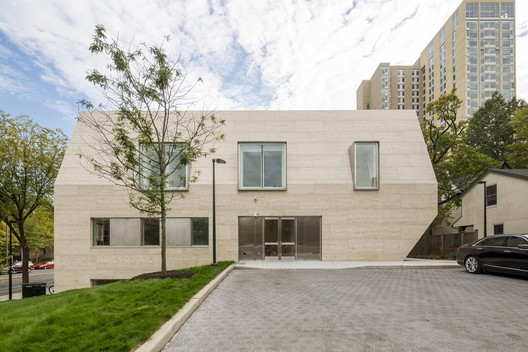 Perry World House / 1100 Architect