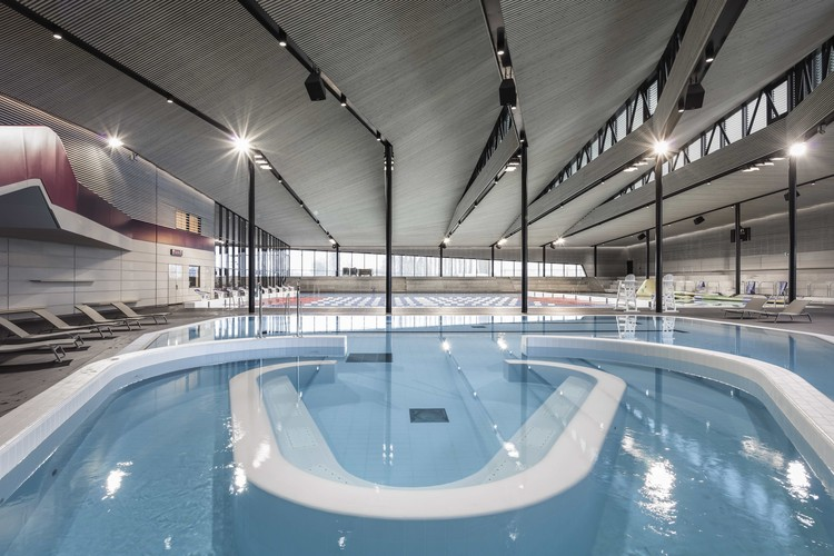 Aquatic centre sourc ane auer weber caau archdaily - University of chicago swimming pool ...