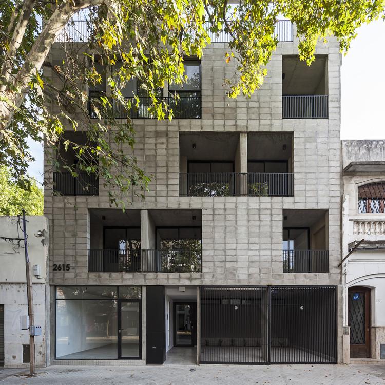 Tucumán Building  / Garnerone + Ramos Arq, © Walter Salcedo