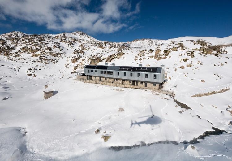 Refugi Guardat de L'illa  / Arteks Arquitectura + Ginjaume Arquitectura i Paissatge, © Pol Viladoms