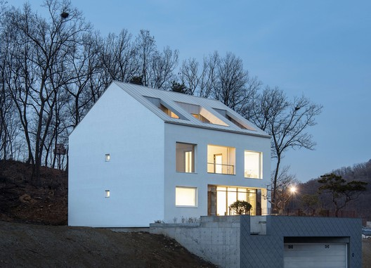 A House / Chang Kyu Lee [GEBDESIGN.]
