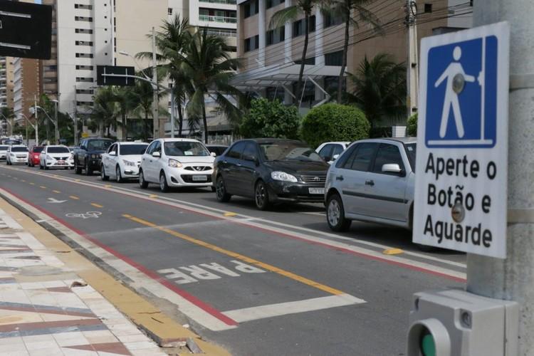Fortaleza no caminho da mobilidade sustentável: iniciativas beneficiam moradores e otimizam a integração modal, Ciclofaixa da Avenida Beira-Mar é um dos resultados do crescimento da rede cicloviária de Fortaleza. Fotografia: Kaio Machado)