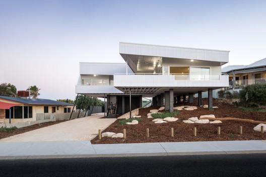 Falcon Beach House  / iredale pedersen hook architects