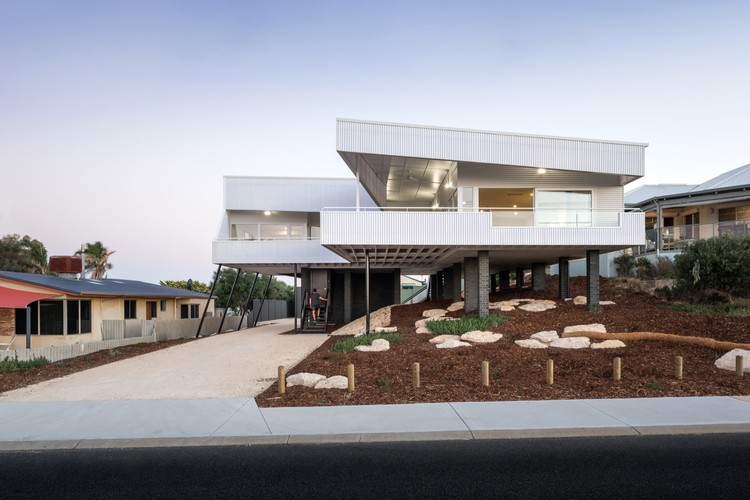 Falcon Beach House iredale pedersen hook architects ArchDaily