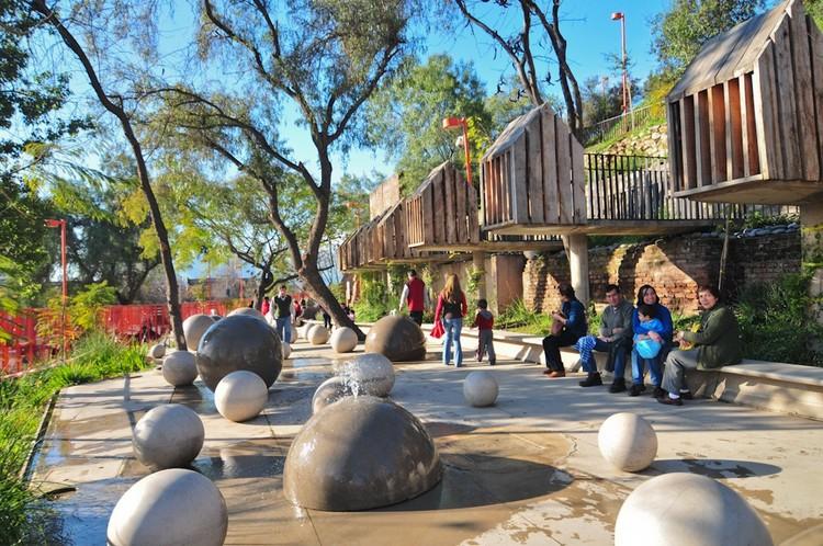Como construir lugares para melhorar a saúde mental dos habitantes, Parque Bicentenario de la Infancia, Santiago. Imagem © Flickr: Pilar Berguido. Licença CC BY 2.0