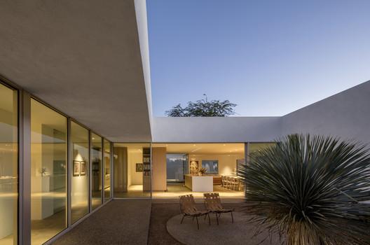 La casa de los patios / HK Associates Inc