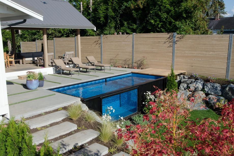 Recycled shipping containers as backyard swimming pools for Piscina container