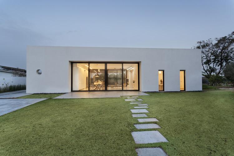 House among the Olive Grove / Henkin Irit & Shavit Zohar, © Asaf Pinchuk