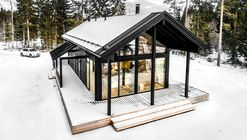 Modern Log Villa in Central Finland / Pluspuu Oy