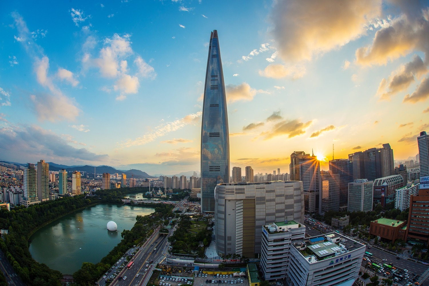 These Are the World's 25 Tallest Buildings,Lotte World Tower. Image © zjaaosldk, bajo licencia CC0