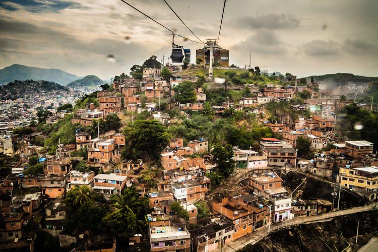 43 das 50 cidades mais violentas do mundo estão na América Latina. Por quê?, Morro do Alemão no Rio de Janeiro, Brasil. Imagem © annaspies [Flickr], Licença CC BY-NC-ND 2.0