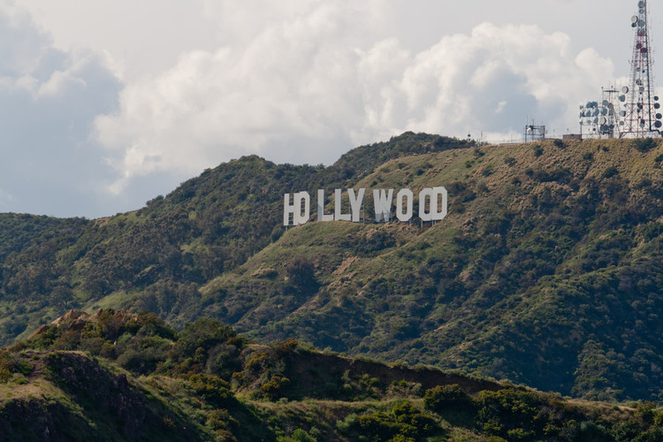 Los Angeles Considers Constructing Gondola Lift to Hollywood Sign, © Flickr user adholmes. Licensed under CC BY-NC 2.0