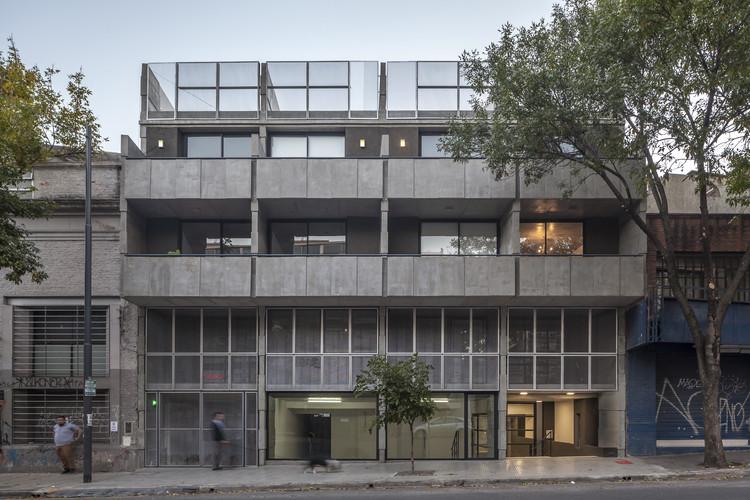Bolivar Multifamily Housing /  Hitzig Militello arquitectos, © Federico Kulekdjian