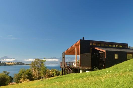 Dos Casas en Lago Ranco / Cavagnaro Rojo Arquitectos