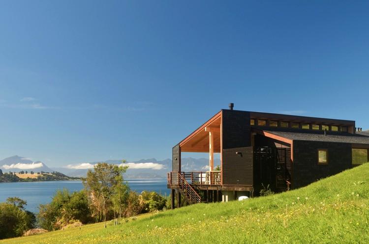 Dos Casas en Lago Ranco / Cavagnaro Rojo Arquitectos, © Carlos Cavagnaro