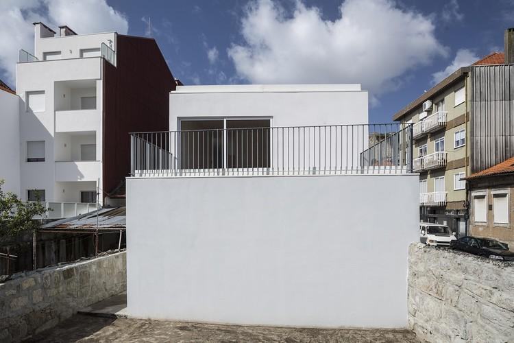 Casa em Anselmo Braamcamp / Impare Arquitectura, © ITS – Ivo Tavares Studio