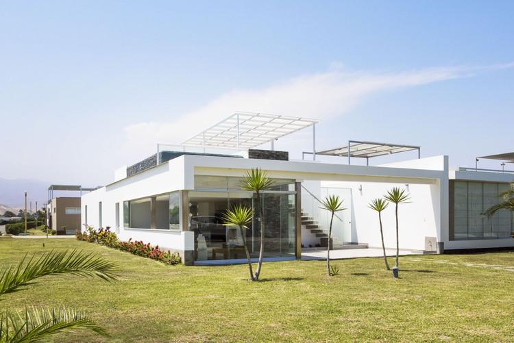 Casa en Playa Cocoa / Renzo Monzón, © Elsa Ramirez