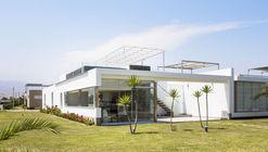 Casa en Playa Cocoa / Renzo Monzón
