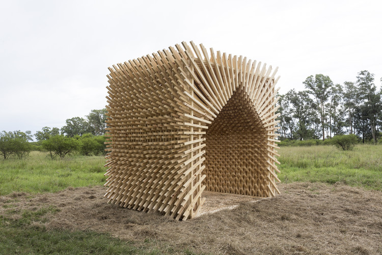Students Construct Timber Structures in the Argentinian Countryside at Hello Wood Argentina, Sombra Pampa / Marantz Arquitectura. Image © Fernando Schapochnik