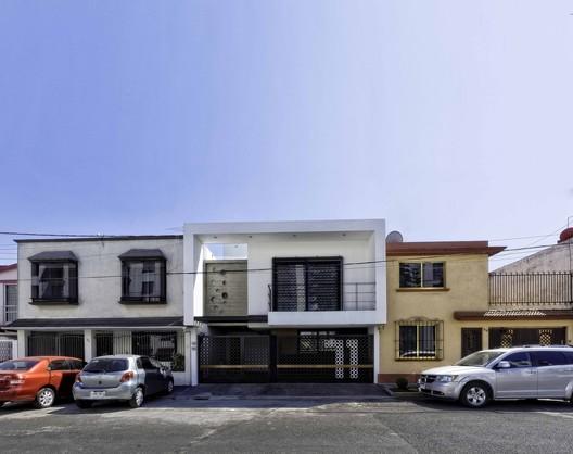 Casa Martín del Campo / ROJOarquitectura