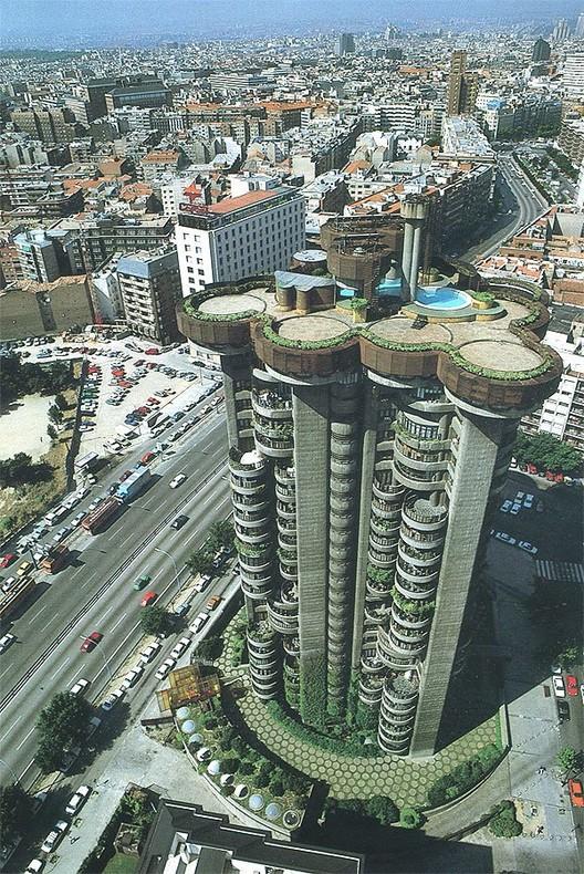 Torres Blancas (white towers). Image via Urbarama.com