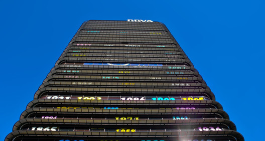 BBVA Tower. Image © amaclasvecino [Flickr], License CC BY-NC-ND 2.0