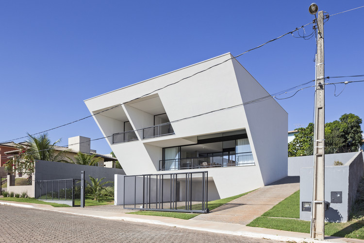 Casa Aresta / BLOCO Arquitetos, © Haruo Mikami