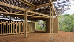 Centro educativo Eco Moyo / The Scarcity and Creativity Studio