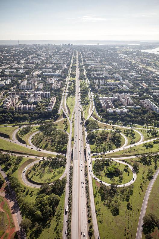 Documentos históricos de Brasília são restaurados para exposição inédita, Vista aérea de Brasília. Image © Joana França