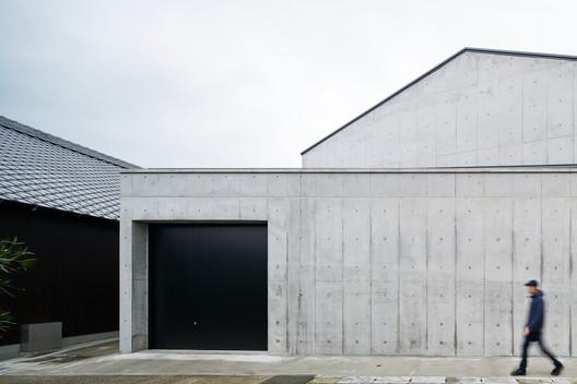 Una ampliación a una productora de sake / a-um