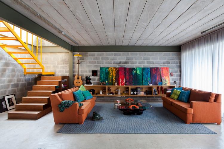 Residência Bandeiras  / ARKITITO Arquitetura, © Vivi Spaco