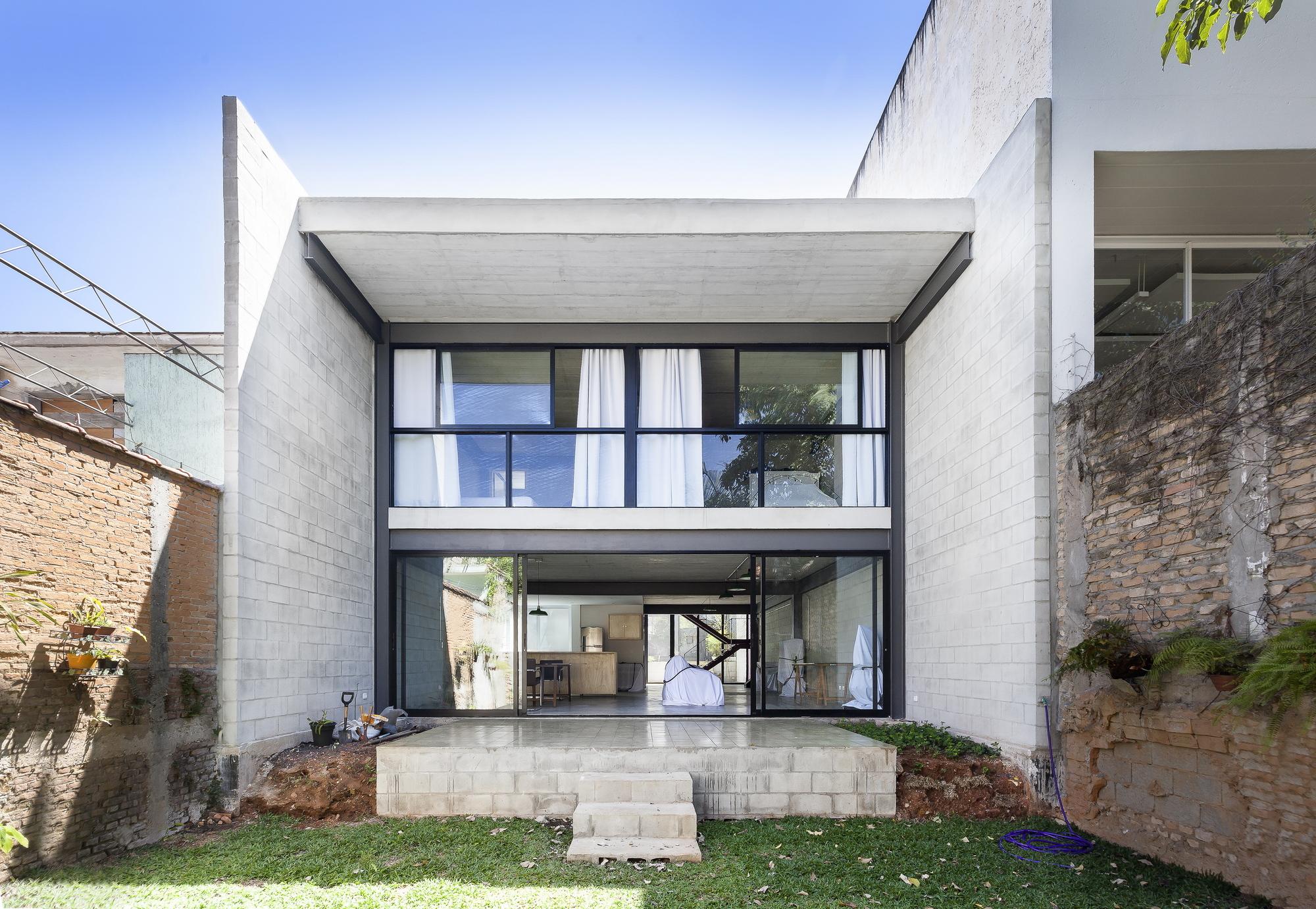 Laura house arkitito arquitetura archdaily for Modelos de casa pequenas para construir