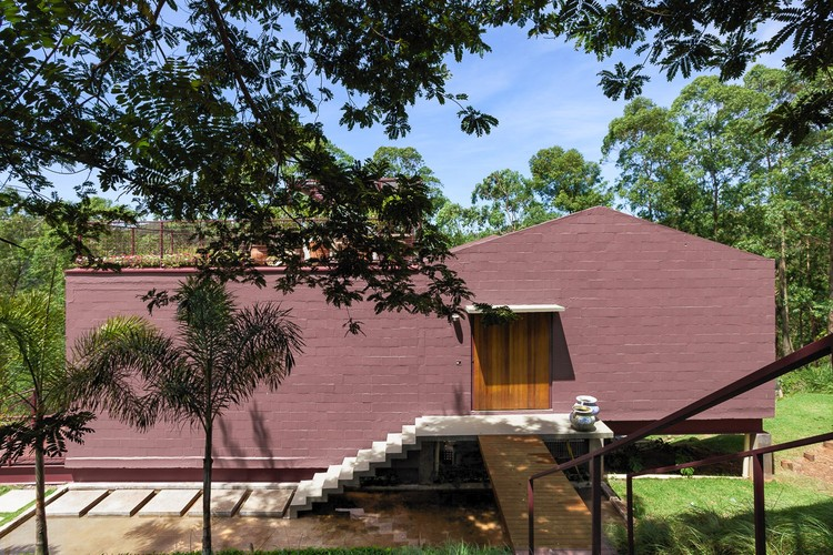 Home of the Tree House / ARKITITO Arquitetura, © Vivi Spaco