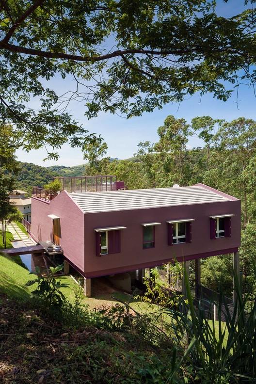 Residência Casa da Árvore  / ARKITITO Arquitetura, © Vivi Spaco