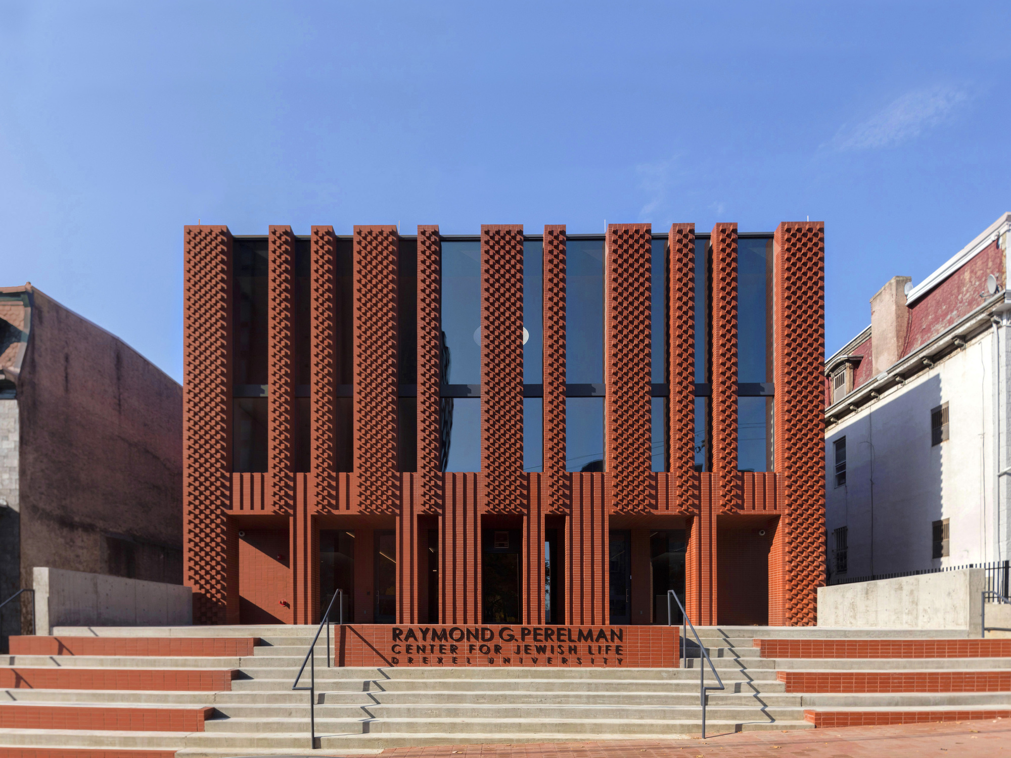 center for jewish life at drexel university stanley saitowitz natoma architects archdaily. Black Bedroom Furniture Sets. Home Design Ideas