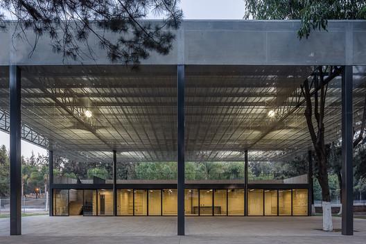 Centro Comunitario y Unidad Deportiva El Polvorín  / Nadia Valenzuela Flores