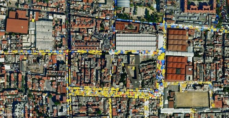 Serpientes de lona: las trazas del comercio informal en la ciudad, Comercio informal en Ciudad de México. Image © 2015 Google