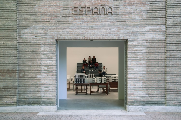 """""""¡Únete! Join Us!"""" Pabellón de España en la Bienal de Arte de Venecia explora el nomadismo y la acción colectiva en las ciudades, Instalación. Image © Claudio Franzini"""