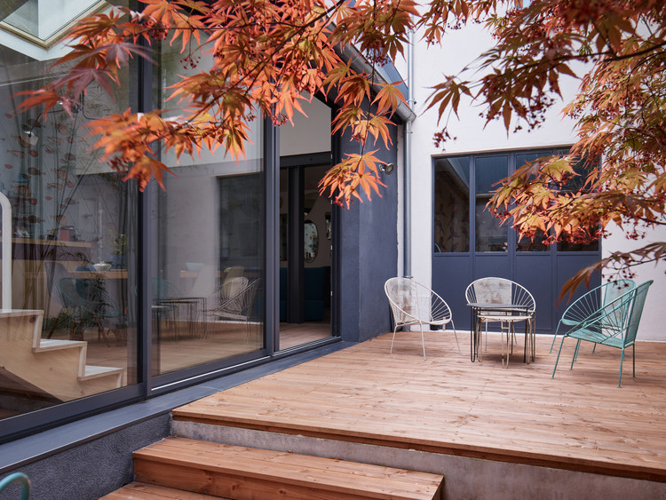 between two patios overcode architecture urbanism archdaily. Black Bedroom Furniture Sets. Home Design Ideas