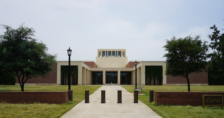 Spotlight: Robert A.M. Stern, George W. Bush Presidential Center. Image © <a href='https://commons.wikimedia.org/wiki/File:George_W._Bush_Presidential_Center_July_2016_2.jpg'>Wikimedia user Michael Barera</a> licensed under <a href='https://creativecommons.org/licenses/by-sa/4.0/deed.en'>CC BY-SA 4.0</a>